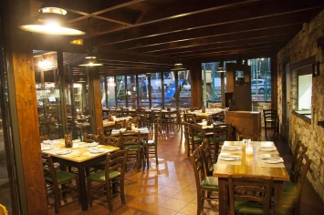 nymfi-restaurant-interior-0002
